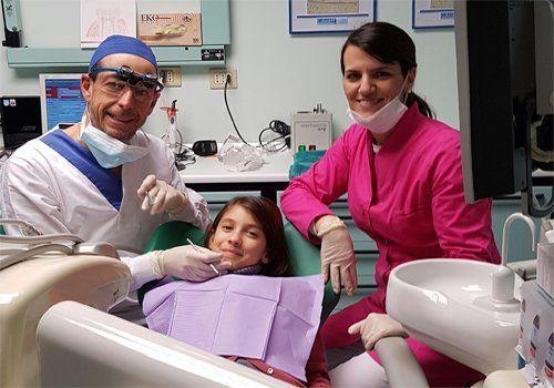 Dr. Secchi Alessandro con una collega a una paziente