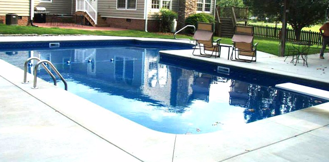 B & H Pool & Patio Shop