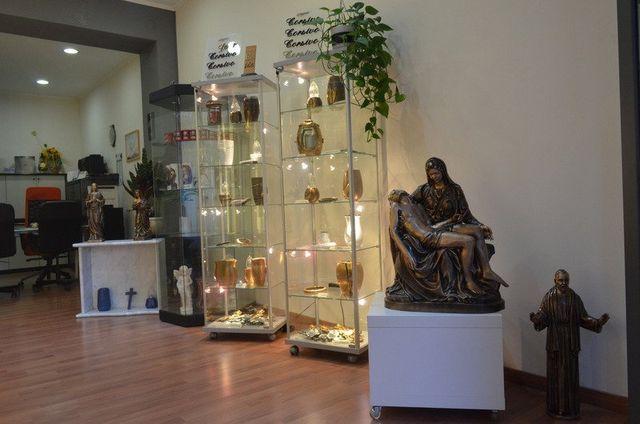 Dettaglio degli interni di Onoranze Funebri Bronzi Store a Randazzo