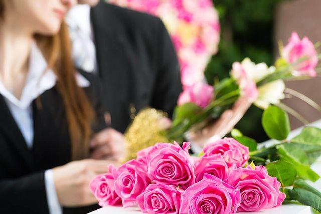 Composizione floreale per un funerale