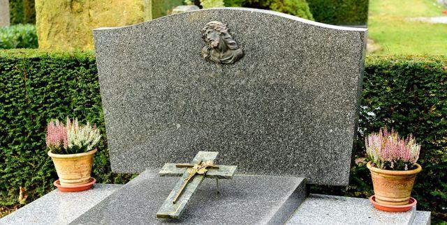 lapide in granito