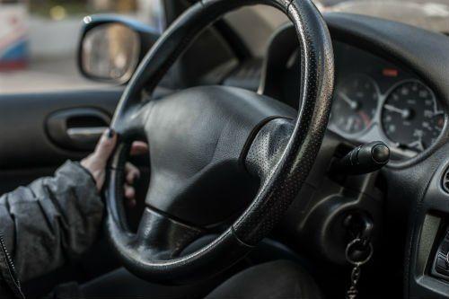 Mano sul volante
