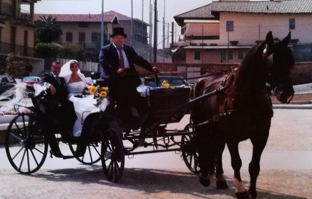 Sposi su carrozza nuziale