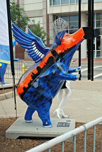 Winged pig sculpture in Cincinnati
