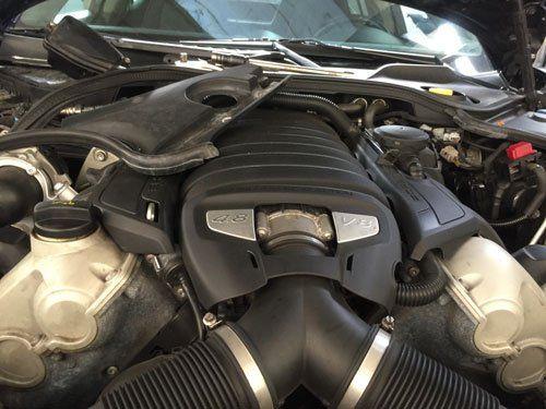 Motore di una macchina a 8 cilindri
