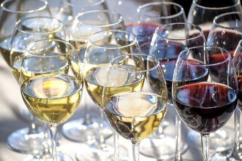 Bicchieri di vino bianco e rosso Risorante K95 a Botrugno