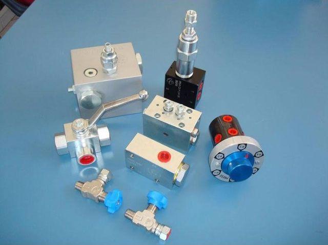 Centraline e minicentraline: saldati, a disegno; Cilindri telescopici; Cilindri secondo norme ISO e DIN; Attuatori rotanti e guarnizioni tenuta fluidi
