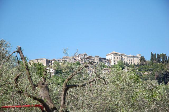 Castel San Pietro e il palazzo Baronale