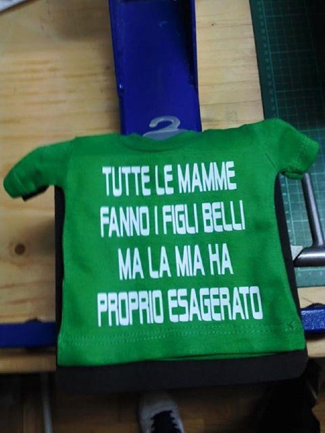 Divertente magliette di colore vedere con testo serigrafiado
