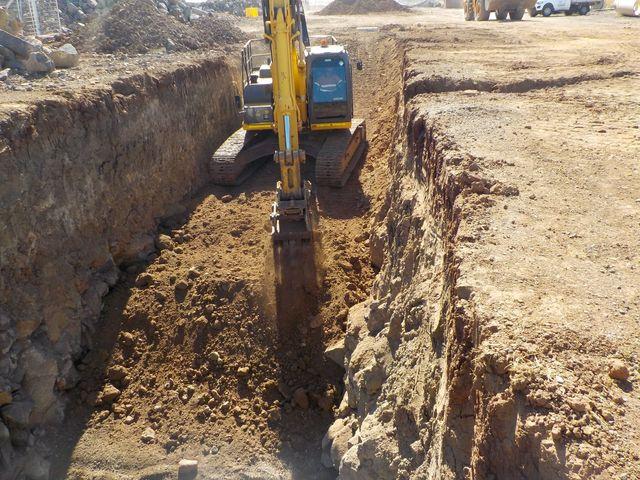 backhoe komatsu construction