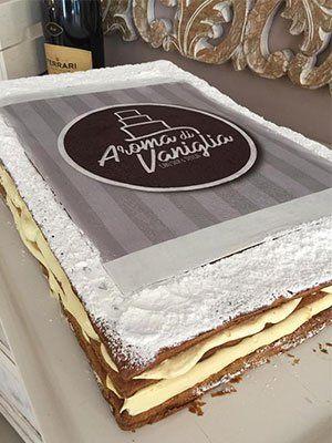 una torta con scritto Aroma di Vaniglia