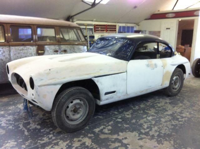 white dusty car