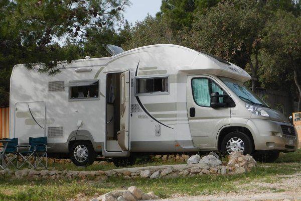 Camper Letto Matrimoniale Posteriore.Vendita Camper Usato Modena Caravan Camper