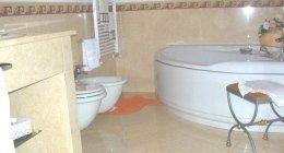 bagno in marmo, pavimento in marmo, rivestimento in marmo