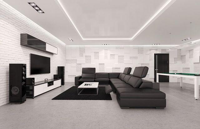 un salotto moderno con un divano nero angolare