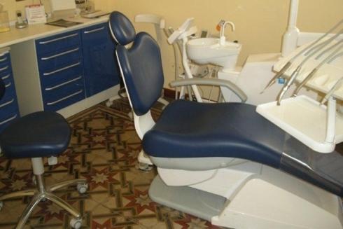 studio dentistico-lettino