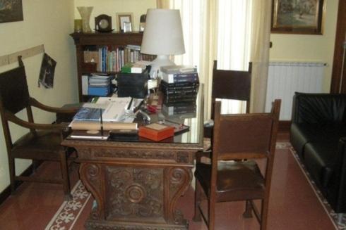 studio dentistico-scrivania per ricevimento