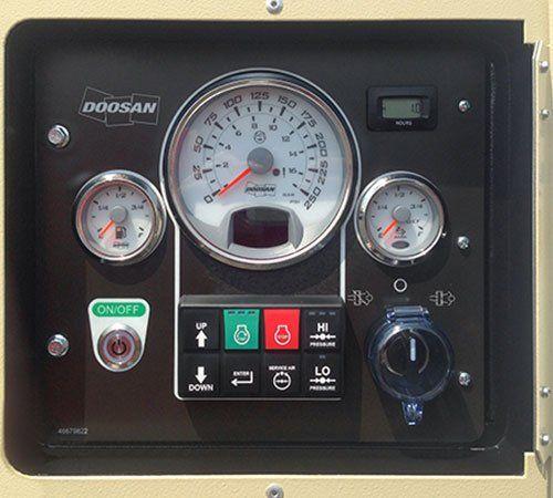 quadro di un compressore con pulsanti d'accensione, e altri controlli
