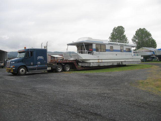 Truck trailer hitch speedboat on new ships