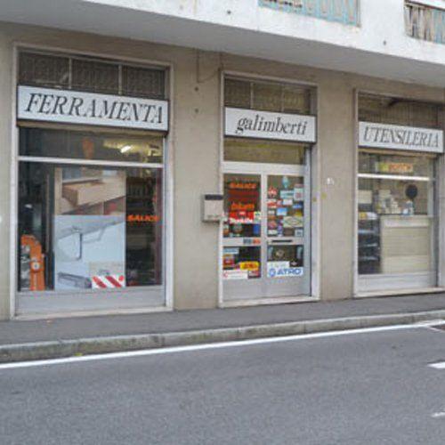 Vista frontale del negozio Ferramenta Galimberti a Paina di Giussano, Monza e Brianza