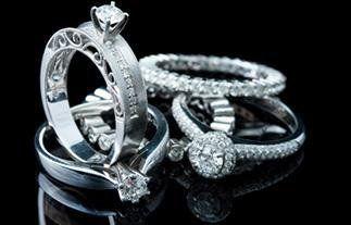 Anelli di fidanzamento in diamanti