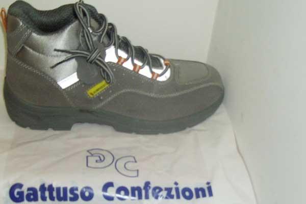 Scarpe anti infortunistiche di color nero di Gattuso confezioni, produzione abiti da lavoro