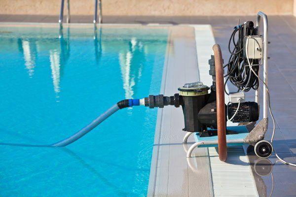 manutenzione della piscina a Caorle-Puli.Gest. sas