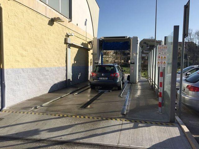 Lavaggio automatico di automobili vista posteriori