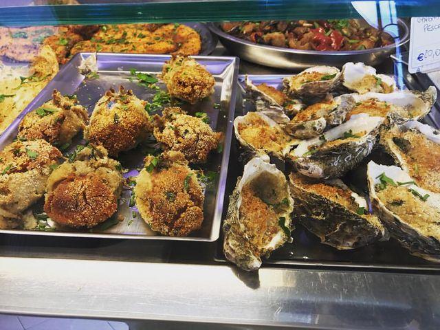 polpette di pesce e ostriche con sopra del pane