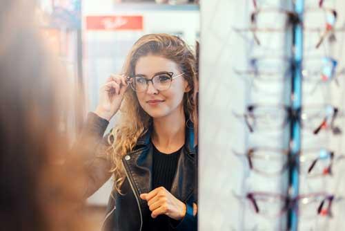 b3e83182337c2 3 Tips for Choosing the Right Eyeglasses