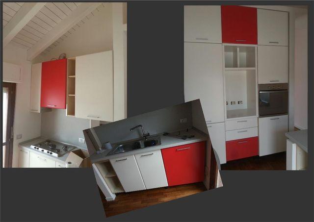 Quattro foto con soluzioni per lo spazio in moderno stile: armadio con porte scorrevoli a specchio, un altro sotto la scala e l'aspetto prima e dopo il trattamento