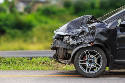una macchina nera incidentata