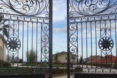 cancello in ferro battuto TECNO FABBRO -  LAVORI IN FERRO E INOX Liscate (MI)