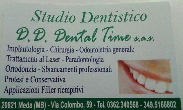 buiglietto da visita dello studio dentistico, con i servizi elencati