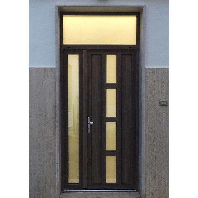 porta marrone scuro