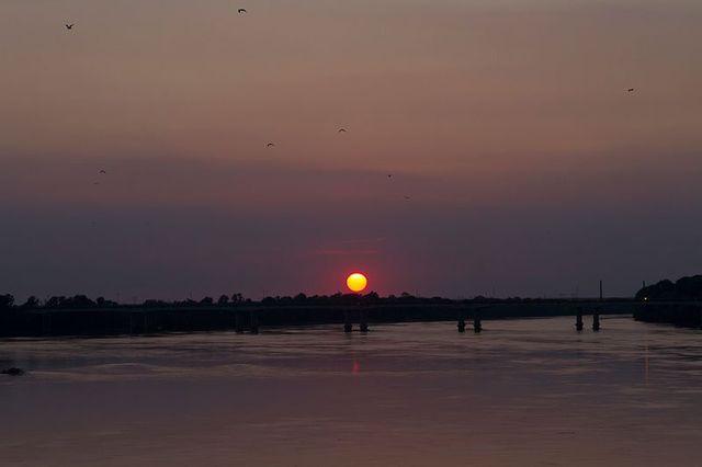 tramonto all'orizzonte a Sermide, MN