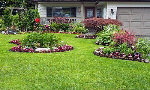 Bello giardino di fronte alla casa