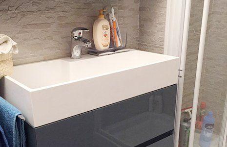 Vista del bagno rinnovato con uno stile moderno