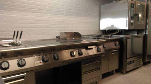 Vista di una cucina professionale a Orbetello, GR