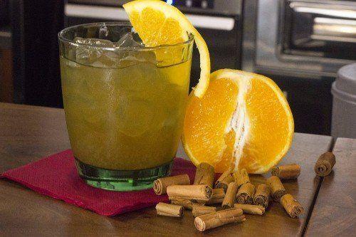 tazza da tè con limone e cannella