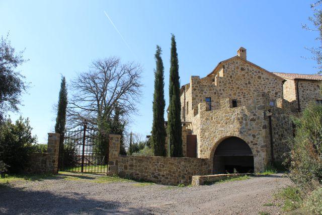 villa in pietra ristrutturata