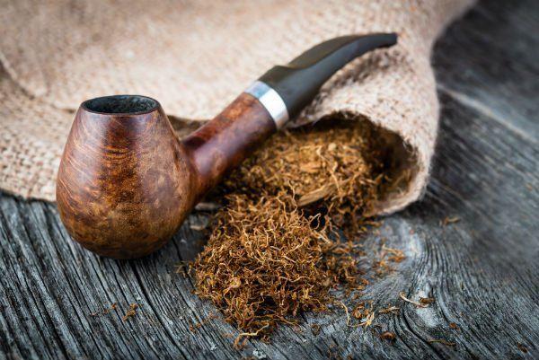 pipa con tabacco