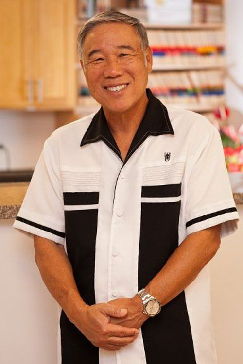 A dentist providing cosmetic dentistry services in Pearl City, HI