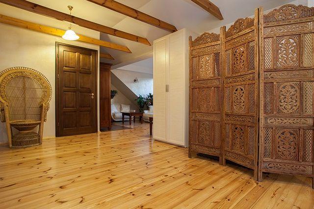 legno bello schermo traforato in camera da letto