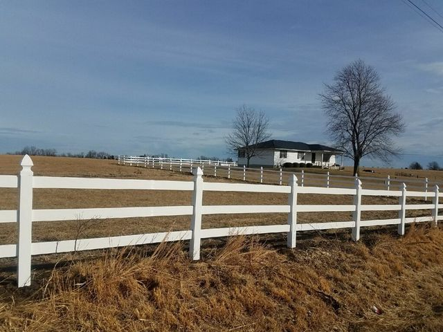 Hoback Fence Builders | Mid-Missouri Fence Contractors