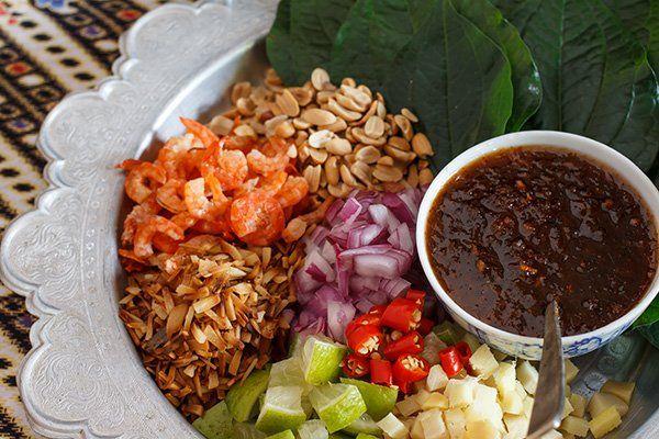 Tutti i vegetali pronti per aggiungere alla sua piatto e godere:Cile,pomodoro,carota,ravizzone, limon e la salsa di cile dolce per aliñar