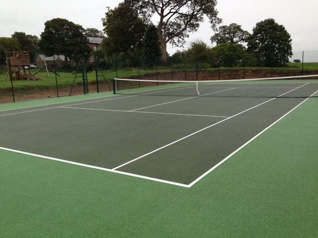 dark green tennis court
