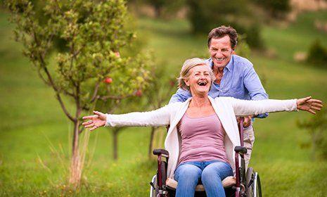persona disabile durante una passeggiata- Officina del disabile- torino
