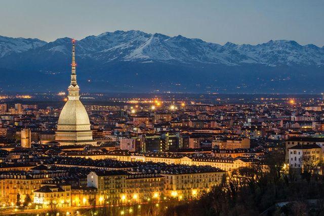 Panorama di Torino di notte -Agenzia Immobiliare Pinelli - Torino e Bardonecchia