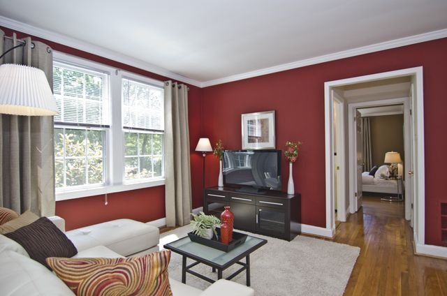 Relax & Entertain in our Del Ray Apartments for Rent in Alexandria, VA!